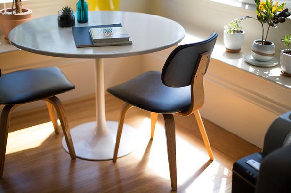 małe krzesła
